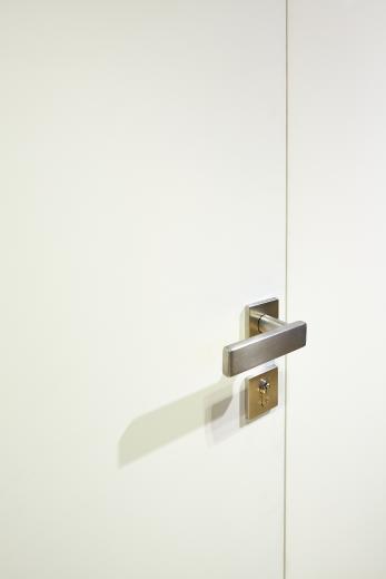Фото STELS – А где дверь? Новая дверная коробка скрытой установки NAYADA-STELS
